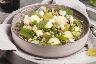 Salat mit Melone und Schafskäse