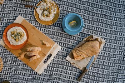 Hummus mit Baguette & Salat (vgn)